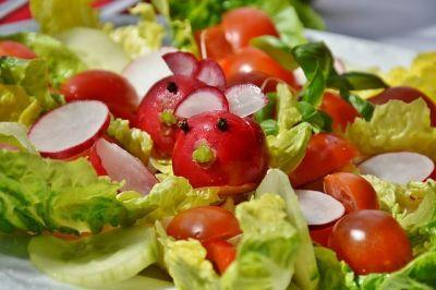 une salade détox avec des légumes bio